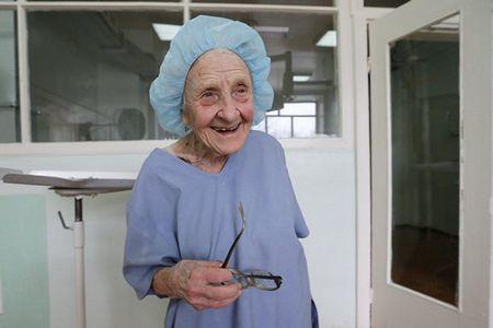 Алла льовушкіна - найстаріший хірург росії до цих пір проводить більше сотні операцій на рік