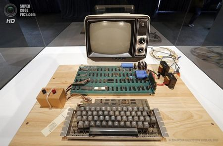 США. Маунтін-В`ю, Каліфорнія. 24 червня. Apple-1, виставлений в Музеї комп`ютерної історії. (EPA / ІТАР-ТАСС / TONY AVELAR)