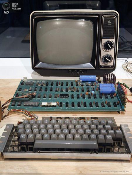 США. Маунтін-В`ю, Каліфорнія. 24 червня. Apple-1 ціною $ 300 000. (EPA / ІТАР-ТАСС / TONY AVELAR)