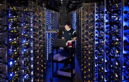 Google розсекретила власні дата-центри (20 фото + відео)