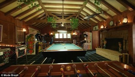 34CCDBFA00000578-3618233-Crystal_says_that_the_game_room_which_has_a_pool_table_and_a_foo-a-33_1464719525087_730x419