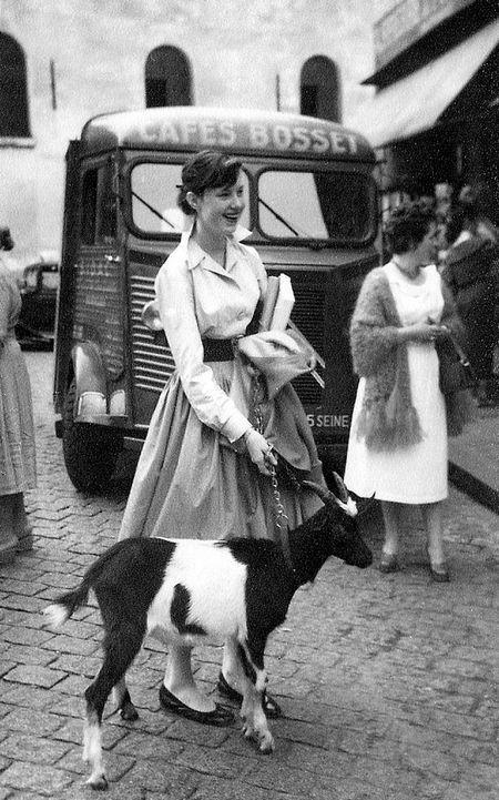 На екскурсію в париж: столиця франції в об`єктиві фотографа-любителя в 1955 році