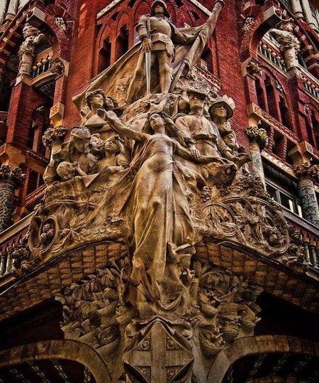 Незвичайна архітектура барселони в деталях