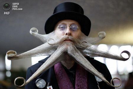 Німеччина. Лайнфельден-Ехтердінген, Баден-Вюртемберг. 2 листопада. Чемпіонат світу з бороди і вусів. (REUTERS / Michaela Rehle)